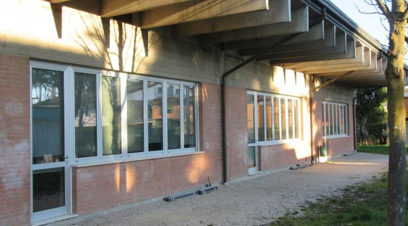 Infissi scuola elementare passaggio Meneghini (4 foto)